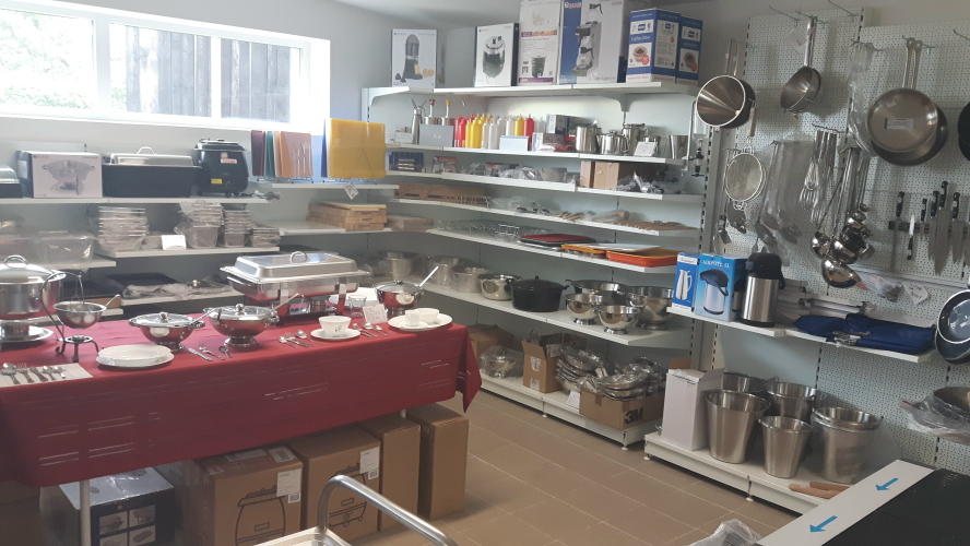 drobné vybavení kuchyně naběračky, metličky, špičáky
